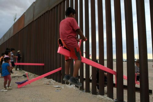 Seesaw for Children on US-Mexico Border Wins Beazley Design of the Year