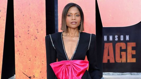Naomie Harris Pulled Off Wearing a Giant Fuchsia Bow on the Red Carpet