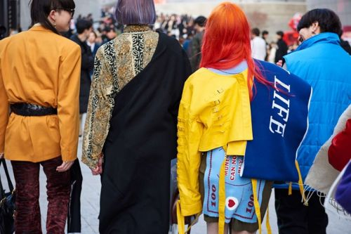 The Final Day of Seoul Fashion Week Fall/Winter 2018 Street Style Was Packed Full of Eccentric Looks