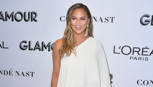 Fan Hilariously Calls Out Chrissy Teigen For Putting Her Pan On The Floor To Take A Pic: 'It Has The Best Light!'