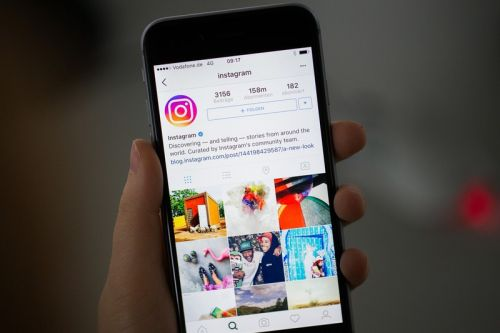 Instagram Begins Hiding Photoshopped Images
