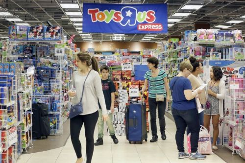 """Toys """"R"""" Us Has Huge Discounts on Apple Products as It Begins to Close Down"""