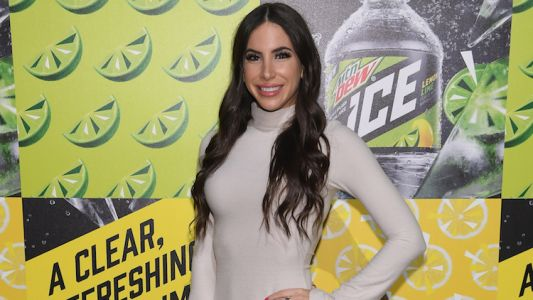 Instagram Fitness Model Jen Selter Gets Kicked off American Airlines Flight for Standing up During Delay
