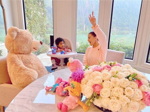 Khloe Kardashian Spends 'Great Morning' With Daughter True Thompson Surrounded By Flowers