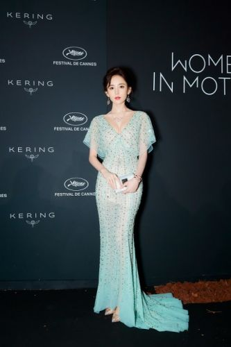 Chinese actress Na Zha looks absolutely gorgeous attending the
