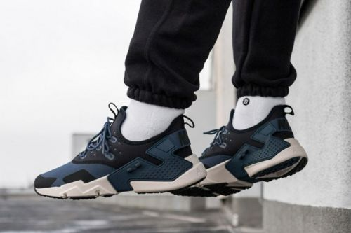 "The Customizable Nike Air Huarache Drift Receives A ""Thunder Blue"" Makeover"