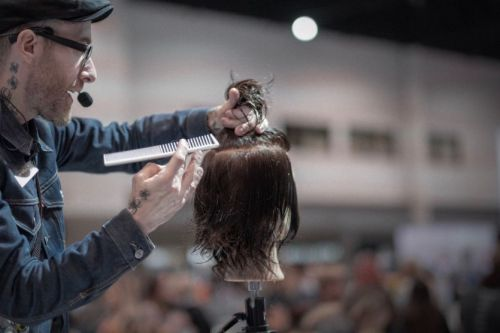 How to Best Prepare for Hands-On Hair Education