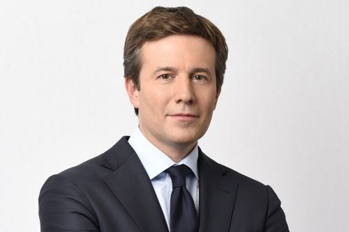 CBS anchor Jeff Glor's wife tries to keep him in shape - but he still cheats on his diet
