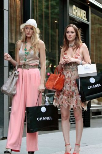 "A Gossip Girl Reboot is in ""Discussion"" and I Am SO"