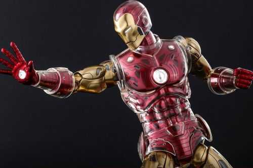 Hot Toys Taps Into Marvel's Comic Book Archives for New Iron Man Drop