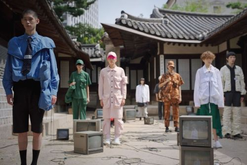 SS22 Seoul Fashion Week Merges Fashion and History Into One