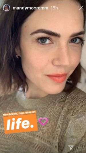 "Mandy Moore Proves Why ""Microfeathered"" Brows Are Becoming So Popular"