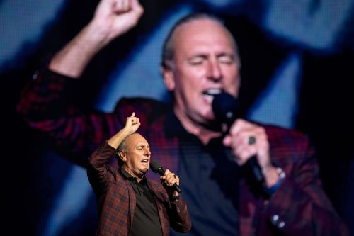Hillsong leader apologizes 'unreservedly' after scandal