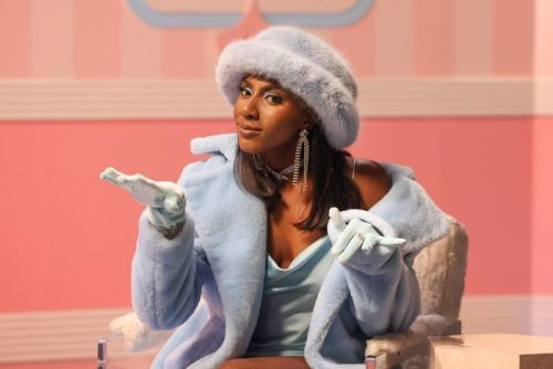 Ziwe asks tough questions on race in the trailer for her new show