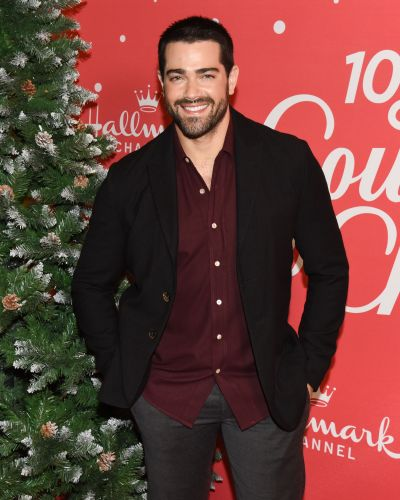Feeling Himself! Jesse Metcalfe Shares Smoldering Photo on Social Media Following Cara Santana Split