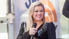 Kelly Clarkson Has A Classy Response To A Homophobic Twitter Troll