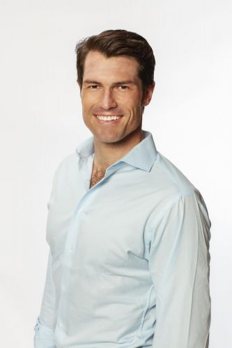 'Bachelorette' Contestant Bennett Thinks He's the 'Total Package' - Get to Known Him!