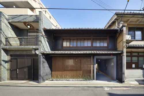 B.L.U.E. Mixes Modern & Traditional Elements In Kyoto Guest House
