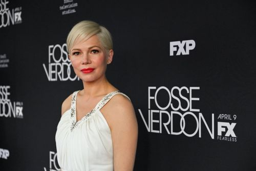 Michelle Williams Gives Old Hollywood Glamour a Modern Update in Louis Vuitton