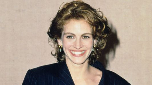 Great Outfits in Fashion History: Julia Roberts in a Pinstriped Skirt Suit