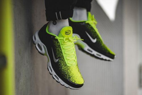 """Nike's Air Max Plus Gets Splattered With Electric """"Volt"""" Colorway"""