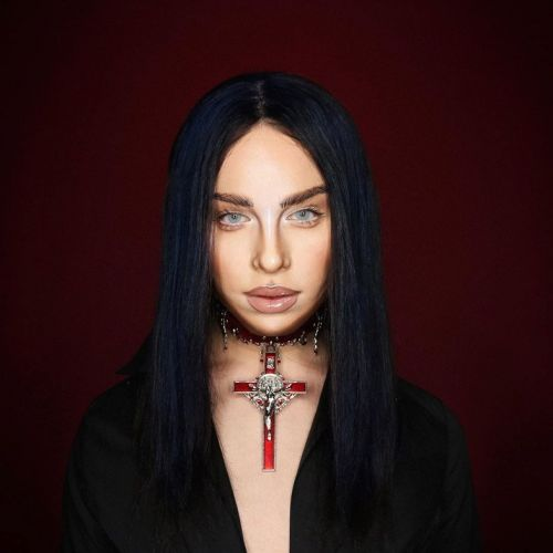 Alexis Stone transforms into Billie Eilish and the internet loses its shit