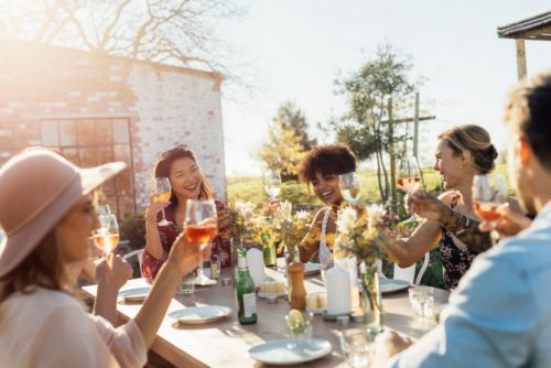 7 Foolproof Ways To Make Friends As An Adult Without Trying Too Hard