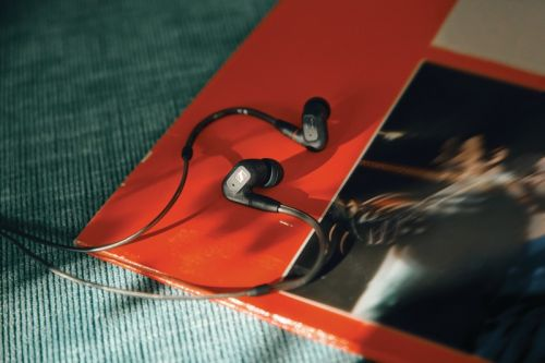 A Weekend With the Sennheiser IE 300 Headphones Shows Off Serious Sound Quality
