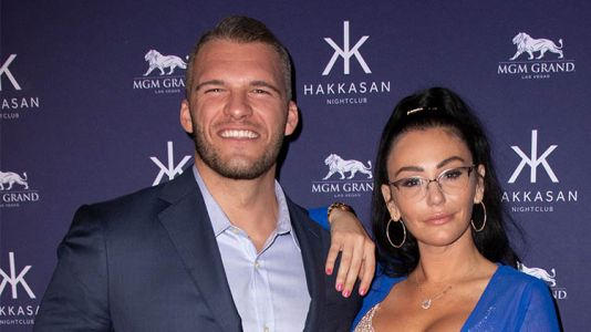 Jenni 'JWoww' Farley And Her Boyfriend Zack Clayton Carpinello Make Red Carpet Debut At Hakkasan Las Vegas