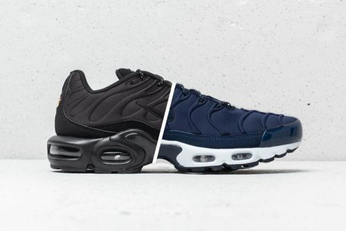 """Nike's Air Max Plus SE Surfaces in """"Triple Black"""" & """"Midnight Navy"""""""