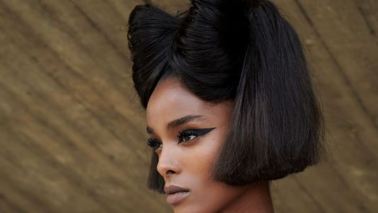 Campy, Dramatic Bows Are the Beauty Trend Dominating the Haute Couture Runways