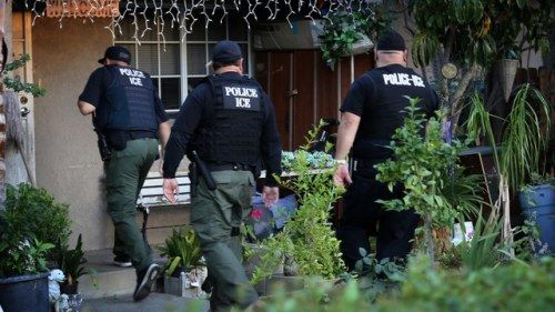 What Are My Rights During an ICE Raid?1. Don't Open the Door