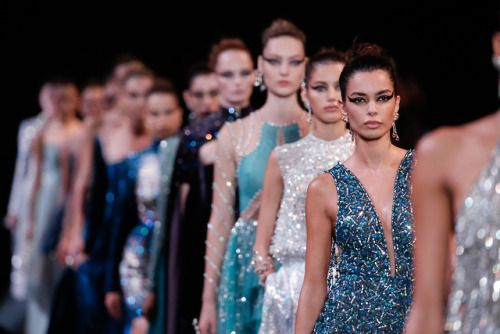 Parade of perfection around Swan Lake - GEORGES HOBEIKA Haute