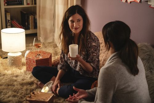 Kathryn Hahn plays empty-nest divorcee in 'Mrs. Fl