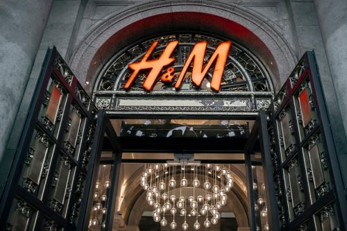 H&M Launches Free Suit Rental Service