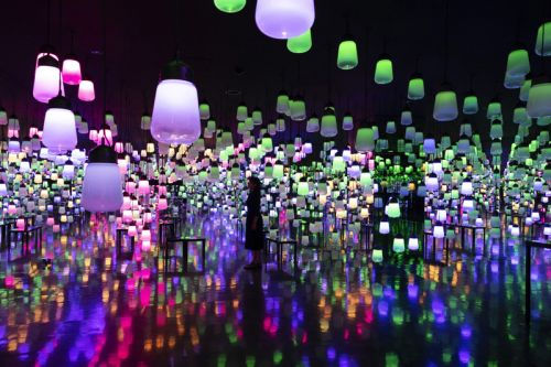 TeamLab Suspends Colorful Lamps for Immersive New Exhibition